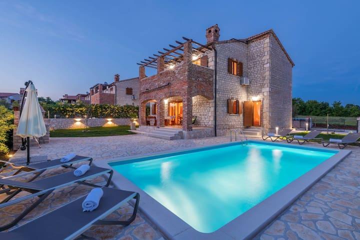 Villa Paradis 6 - family villa with Pool