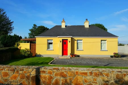 Family-Friendly Cosy Cottage next to Lough Key - Cootehall - Blockhütte