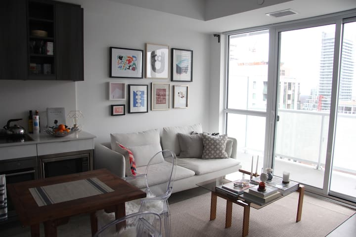 Gorgeous Midtown condo available for the Holidays