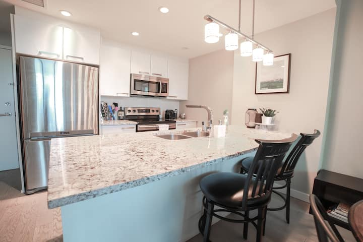 Enjoy Entire Luxury Suite in DT area BMO/Stampede
