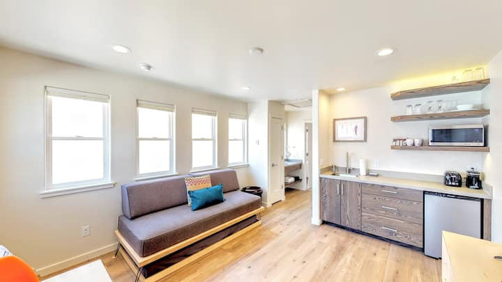Slot Canyon, Unit A, Brand New One Bedroom One Block off Center and Main - Slot Canyon A