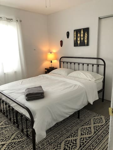The Eclectic Room in Wynwood/ Free Parking Anytime
