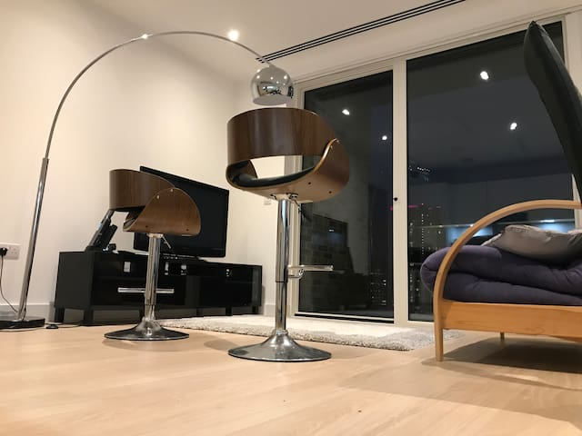 Double Room in Modern apartment in high rise tower