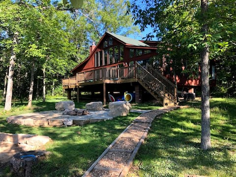 Beautiful 5 Bedroom Lakefront Chalet with Beach