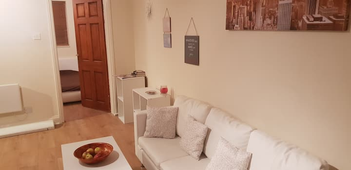 Business-Apartment 5 min by train fromTerminal