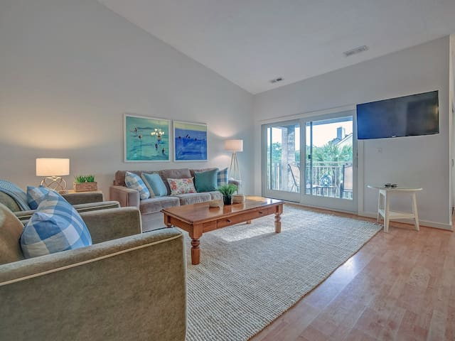 1768 Bluff Villas - Quick walk to beach, playground, pool & marina