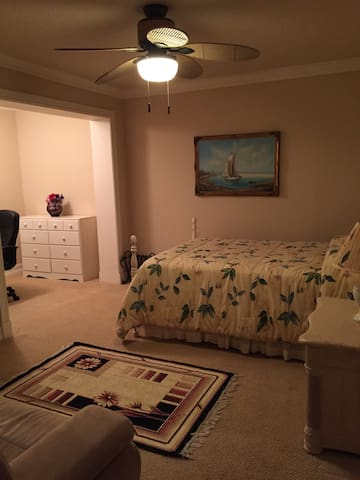 Large Room and Bath in Boca Raton - Boca Raton - House
