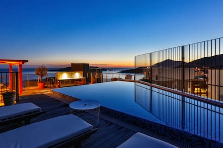 Luxurious Seaside Penthouse with private pool