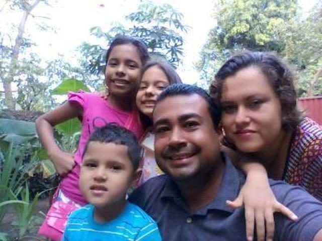 No somos un Negocio, Somos Una Familia!