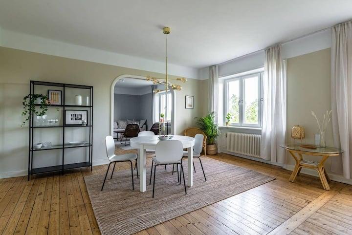 Exclusive top floor apartment near waterfront