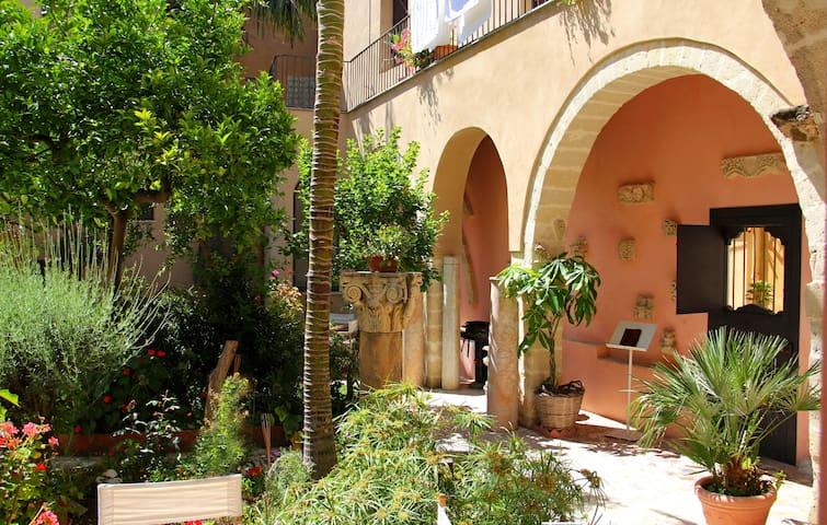 Antico Convento XV sec. in Trapani centro storico