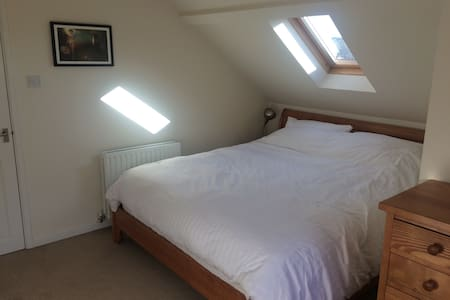 Private Double Room with ensuite in quiet home - Teignmouth