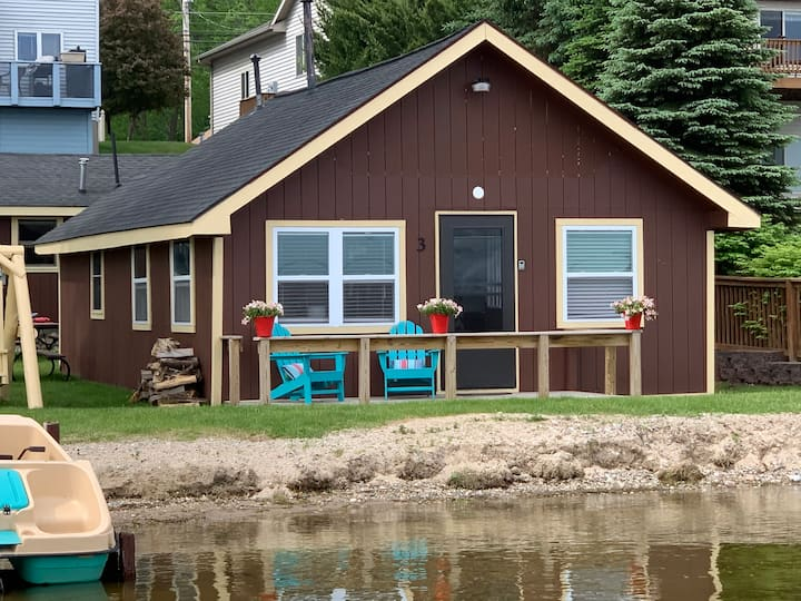 Lake Front - Houghton Lake - 12 feet to the water