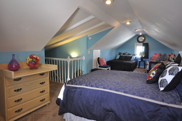 ROOM FOR 4 -- 15 Minutes From Downtown-Parm #5