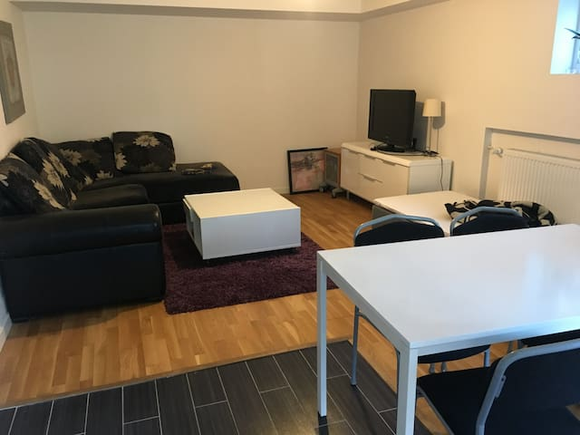 Cozy private apartment 8mn to Stockholm city