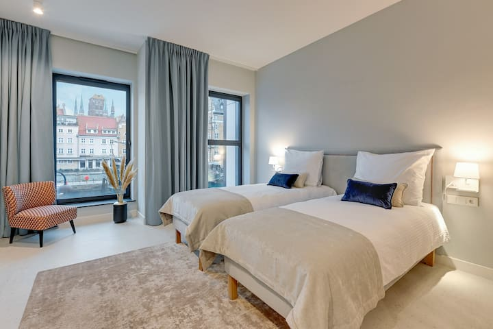 Exclusive studio overlooking the Motława River for two
