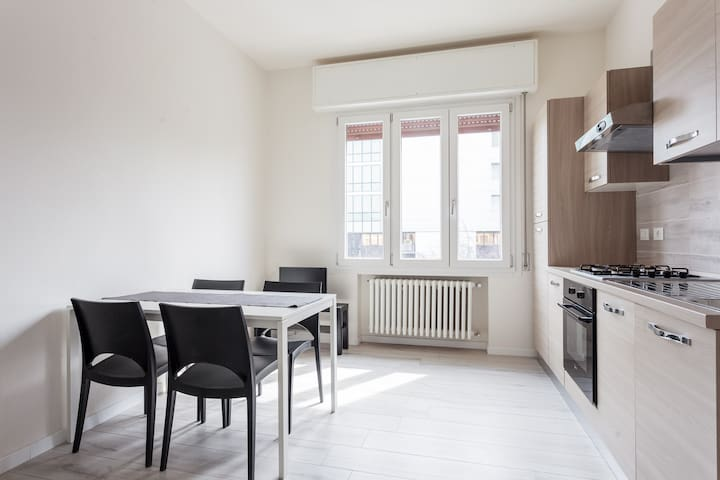 Brand new Apartment close to train station - Bolonya - Daire