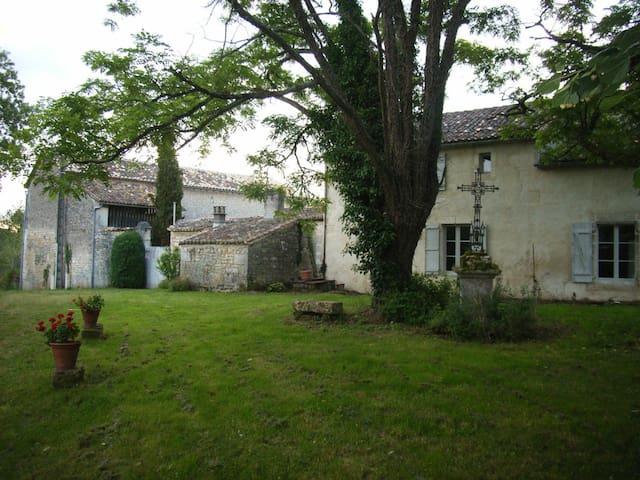 Ancienne ferme renovée au coeur de la nature - Garat - House