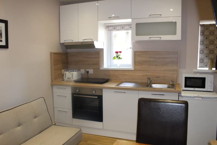Modern Studio Apartment - City Centre
