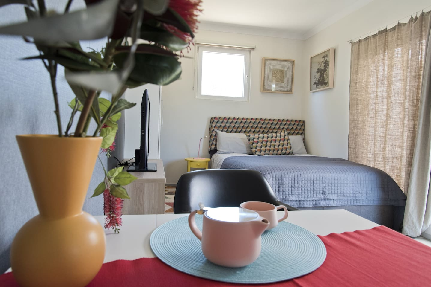 """""""Cosy little studio in walking distance to Margaret River shops & restaurants. Immaculately clean and very comfy! Would highly recommend!"""" - Anna (*****)"""