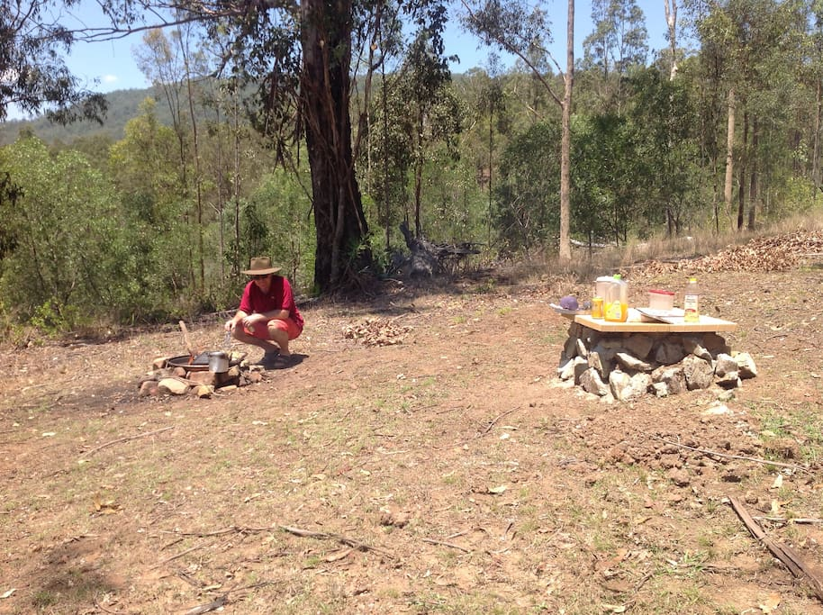 The camp fire place behind the house gives you the chance of a proper Aussie BBQ using eucalyptus wood. There is plenty of wood just lying on the ground. It can be fun to use green sticks from the trees around for toasting marshmallows or making toast. In hot dry windy weather outdoor fires are not permitted of course but there is the electric BBQ which plugs into the point on the terrace in front of the house. There is in any case a tap and hose near to the camp fire area so the fire can be doused when you have finished.