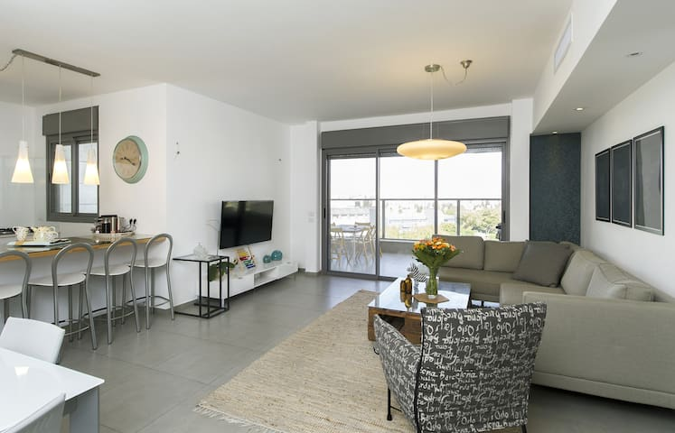 Luxuries comfortable 4 bedroom Apartment - Holon - Apartment