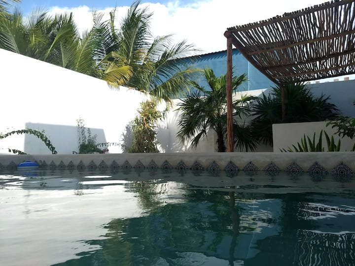 SANITIZED / Beach House. Pool, Great location.