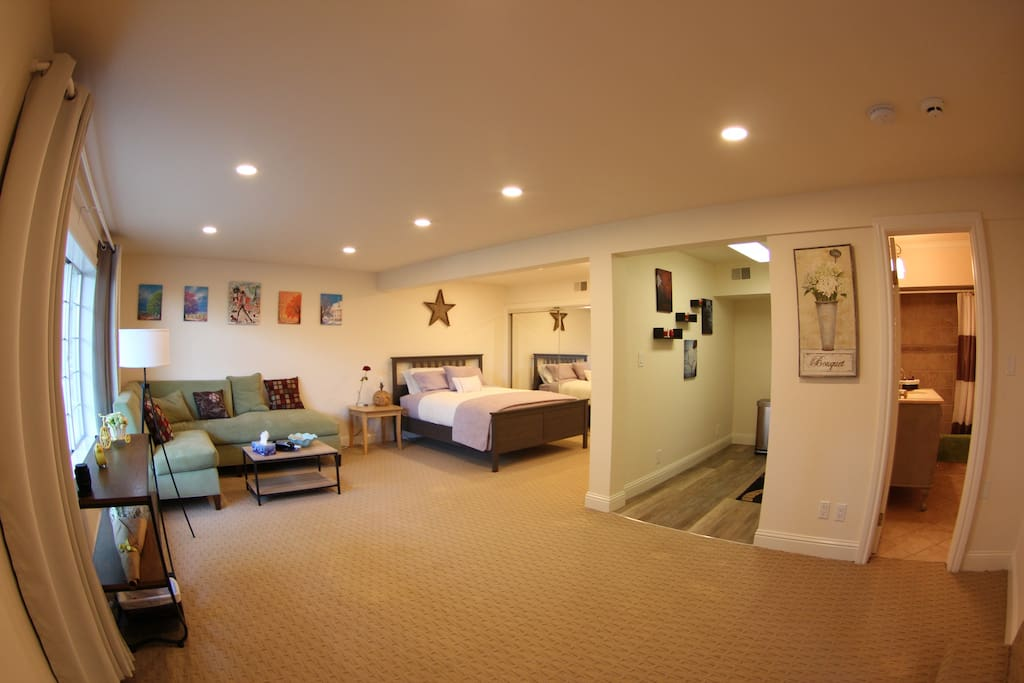 Overall view (Living room & Kitchen)