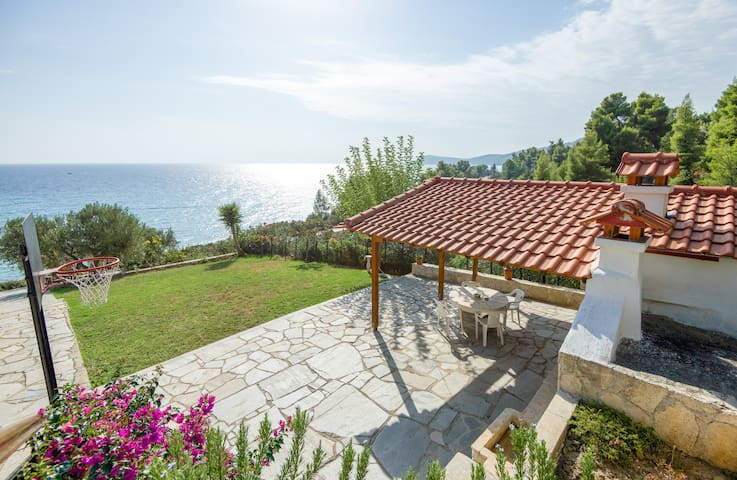 Villa Aris, family friendly apartments 2 - Kaloutsikos - Apartamento