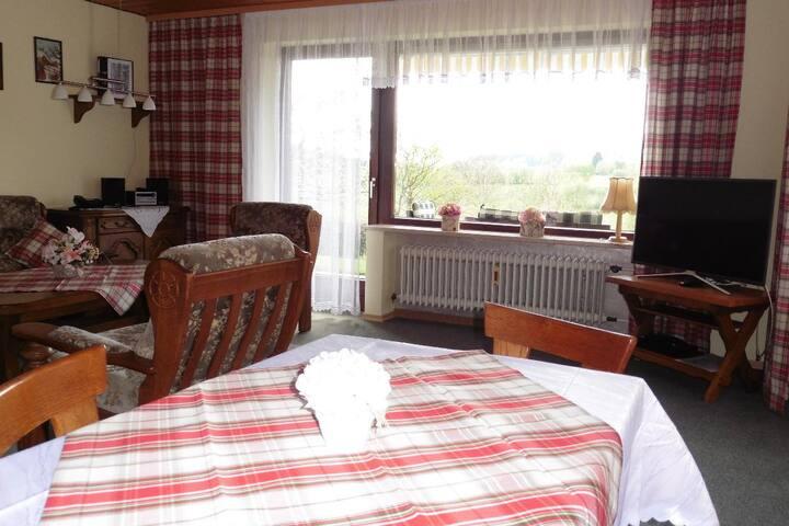 Ferienwohnungen Hartl (Sankt Englmar), Ferienwohnung Parterre (80qm) für 4 Personen mit Terrasse