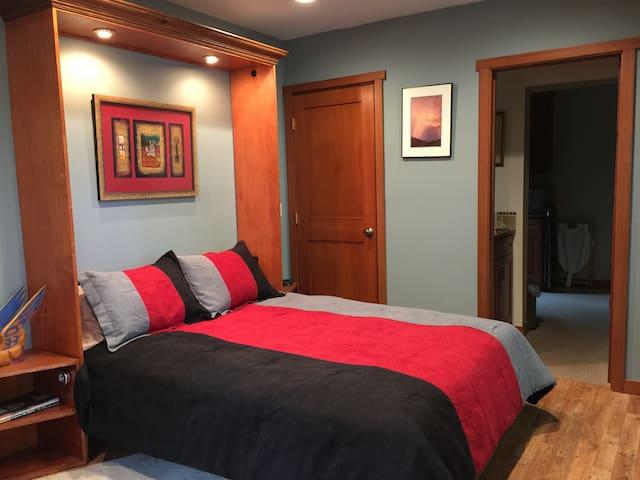 Queen bed, bathroom entrance, closet