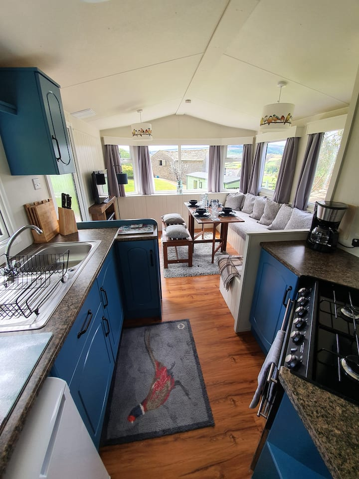Rural Dales location 2 bedroom lodge strong WiFi
