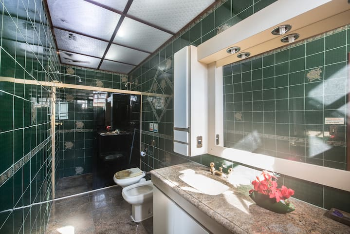 Banheiro suite principal