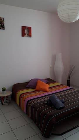 Chambre dans un appart lumineux