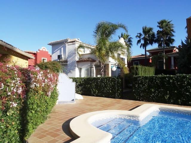 Villa Gladiolos - villa con piscina comunitaria
