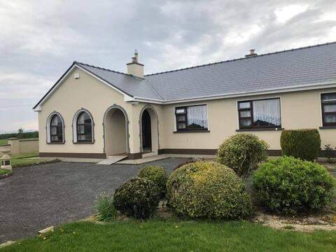 "Killarney, entire house ""Maureen's Lodge"""