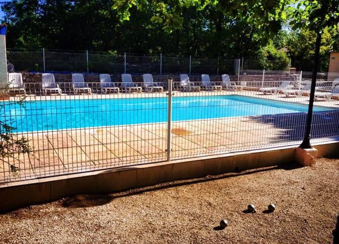 Village de gites + piscine commune