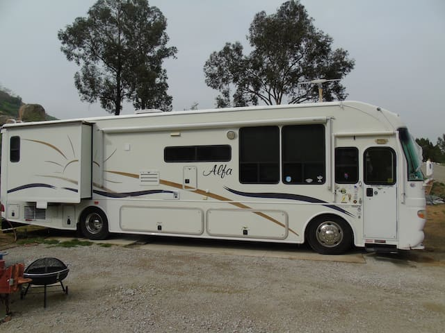 Alpha RV located on 20 acre private canyon site - Colton - Camper/RV