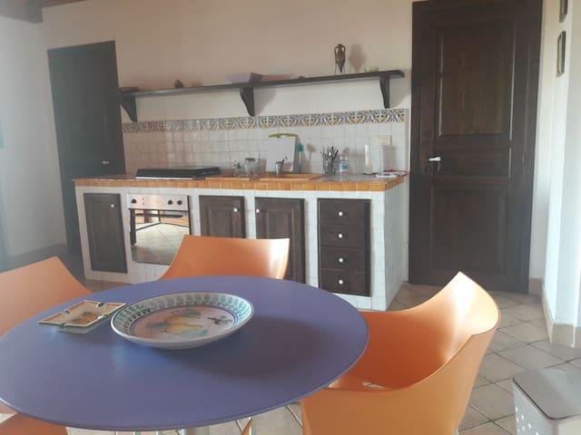 Deliziosa casetta fronte mare - Mazzeo - Apartamento