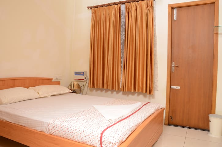 Compact Bedroom with Breakfast, Nandanam -T Nagar