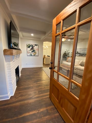 Charming Home walking distance to Coolidge Park
