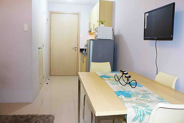 SM North Grass Residences 1BR with Balcony + Wifi