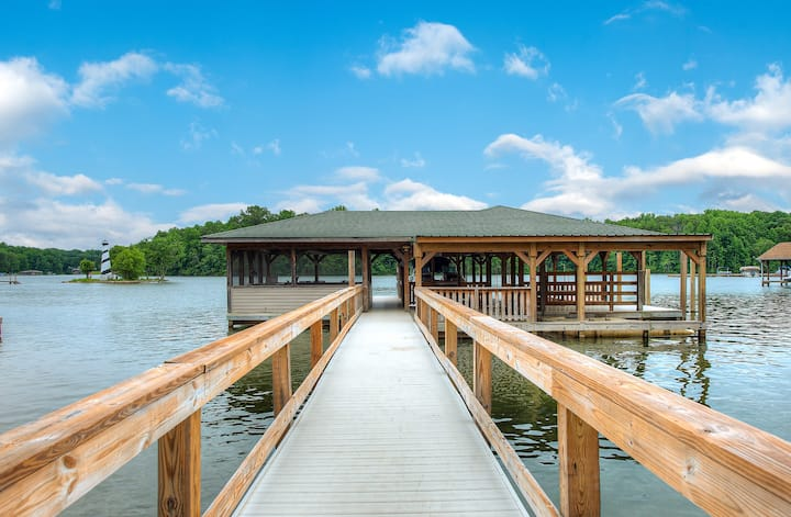 Log Cabin Retreat on Lake Anna, private side!