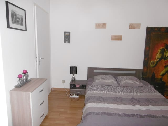 Private room downtown near train station & shops - Toulouse - Apto. en complejo residencial
