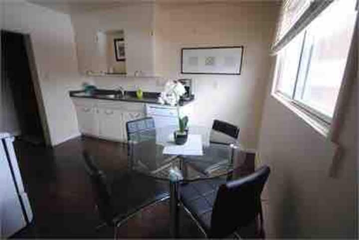 Bright, clean 2 bed/1bath walking distance to all!