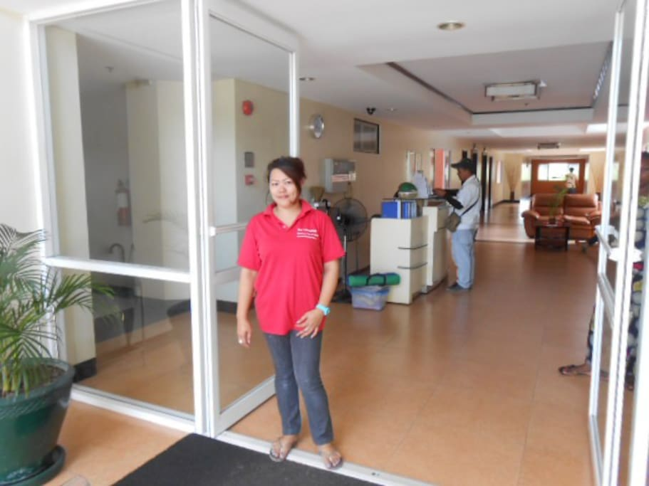 Our staff, Raquel who will meet you, show you the apartment and give you the keys