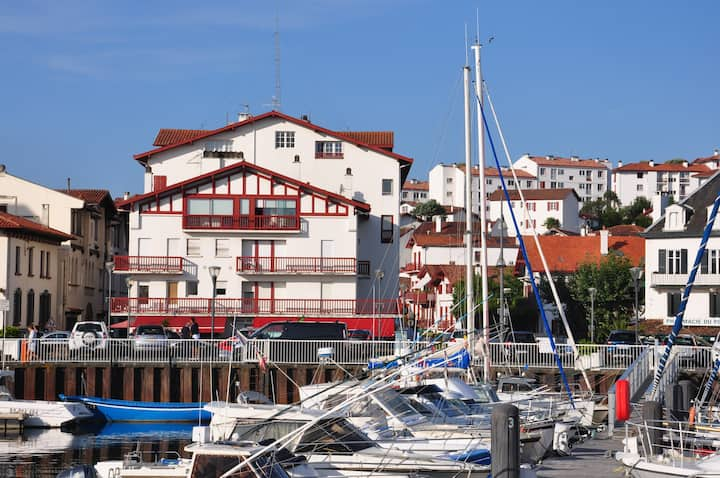 Grand T2 ,60m2 Ciboure , centre historique, port