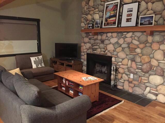 Private Room in Whistler Home (B) - Whistler - Rumah