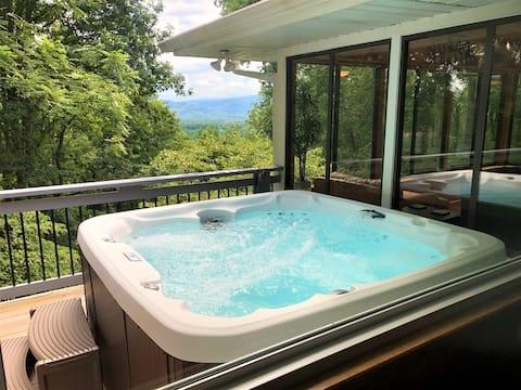 Amazing Long Range Mountain Views, Hot Tub & More!