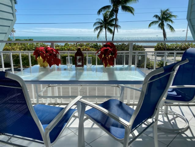 Gorgeous OCEANFRONT 3 BR / 2BA condo in Key West